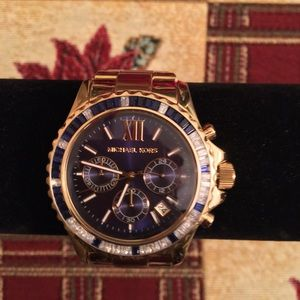 PRE-LOVED AUTHENTIC MICHAEL KORS EVEREST WATCH